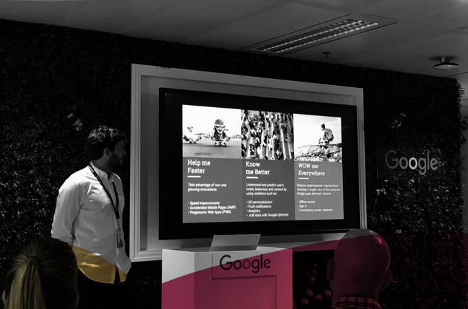 """Bajo el lema """"Faster is Better"""", Miguel Carlos Martínez, Mobile Solutions Consultant en Google, nos explicó cómo maximizar el uso de las herramientas de auditoría mWeb como Lighthouse o la funcionalidad de Chrome Dev y la herramienta WebPageTest.org para después poner todo en práctica a través de la realización de una magistral live audit."""